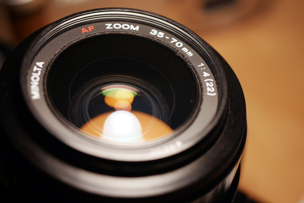 The lens elements on this lens look very clean