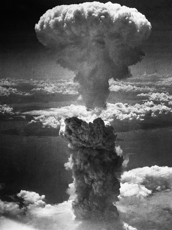 Mushroom cloud over Nagasaki by Charles Levy – Iconic Photograph