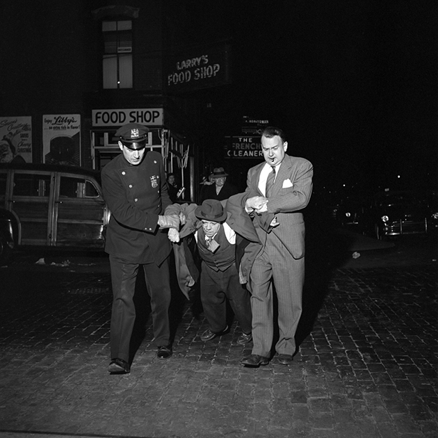 FVM_Man Being Dragged by Cops Night_©Vivian Maier_Maloof Collection_online.web