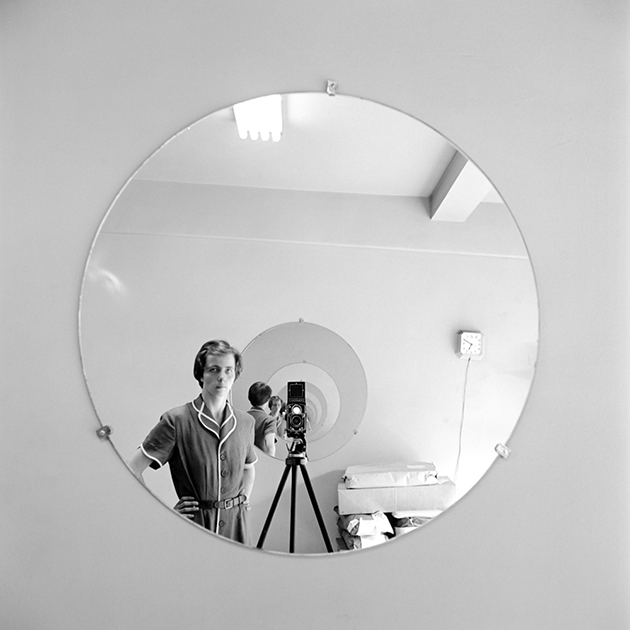 FVM_VM Self Portrait Round Mirror Repeating Image_©Vivian Maier_Maloof Collection_online.web