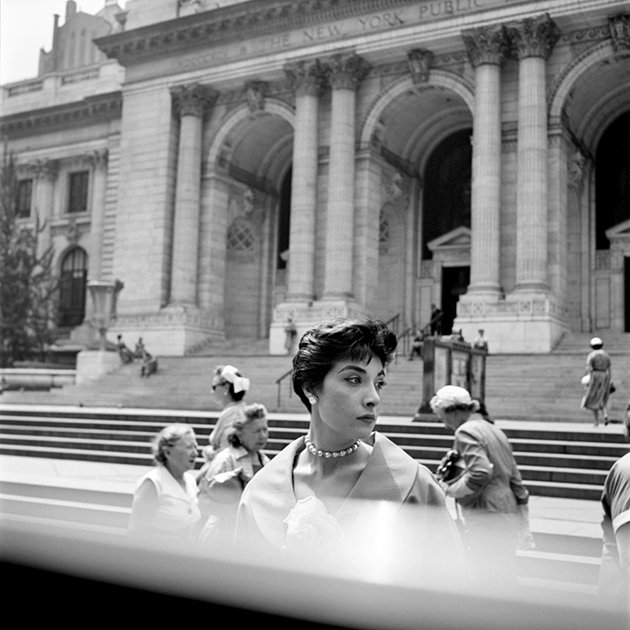 FVM_Woman Hat NY Public Library_©Vivian Maier_Maloof Collection_online.web