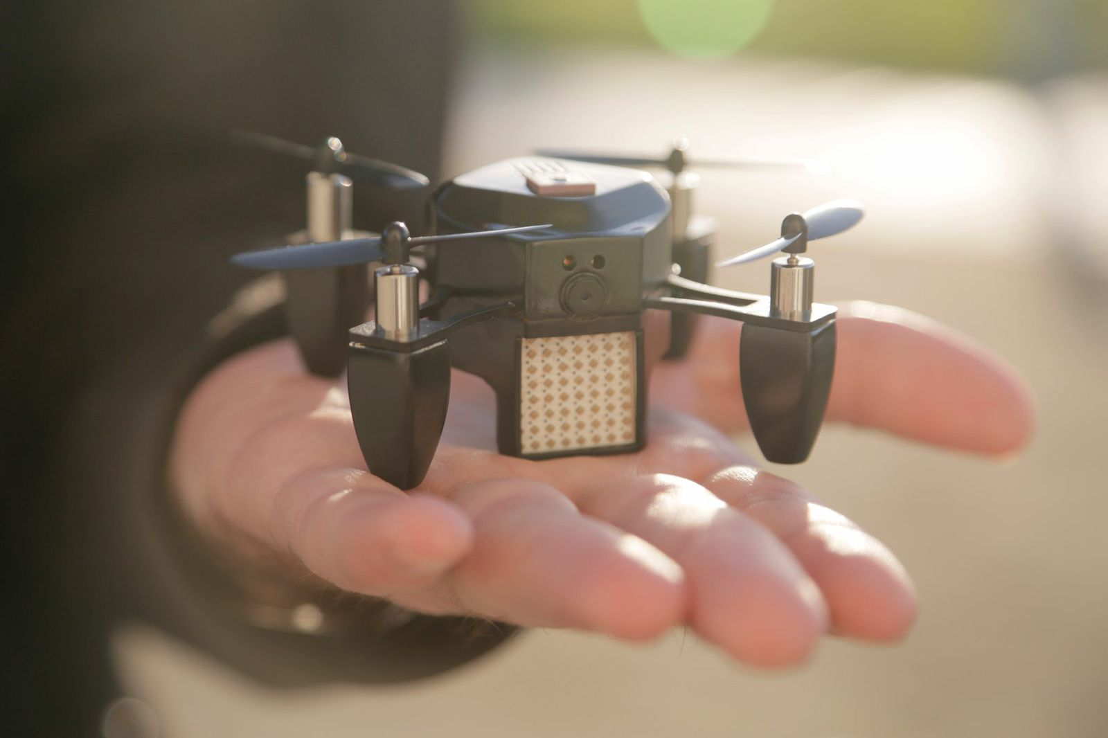 Zano 'selfie' drone to debut at CES