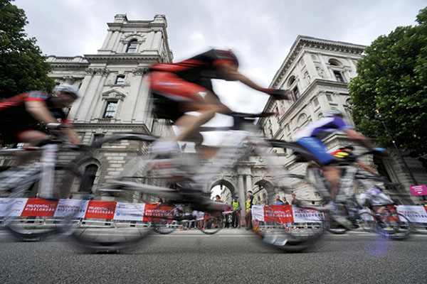 How to photograph the Tour de France and other road cycling events