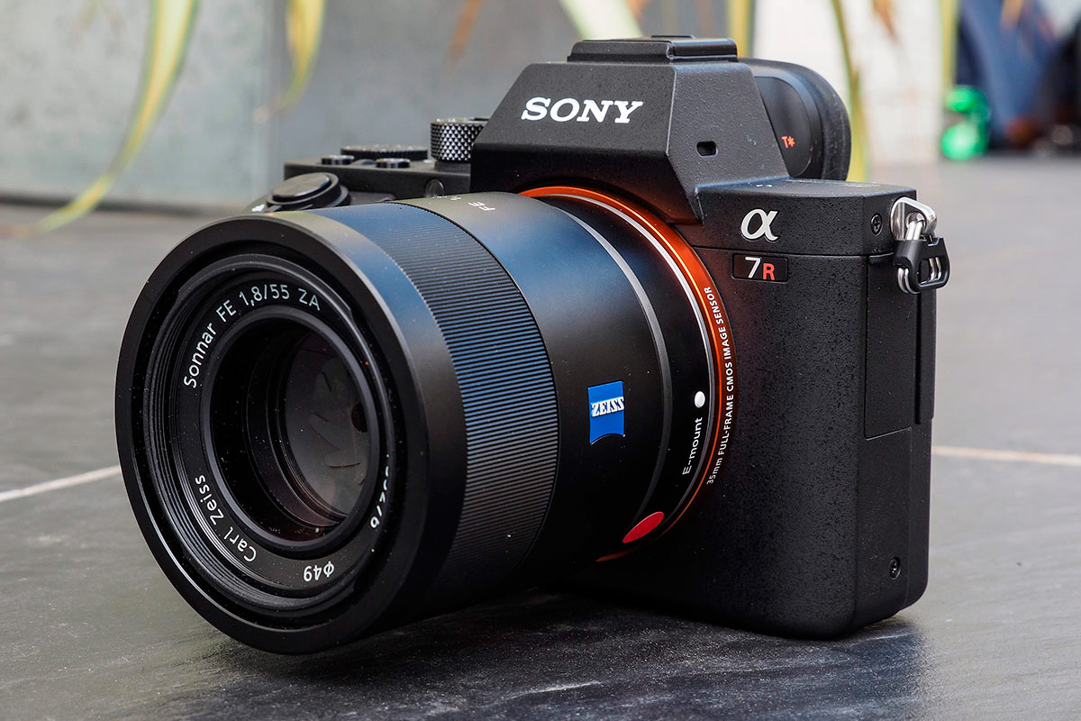 Sony Alpha 7R II Review: Hands-on First Impressions