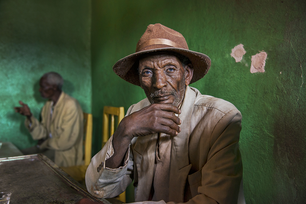 Elderly man in a green room, steve mccurry