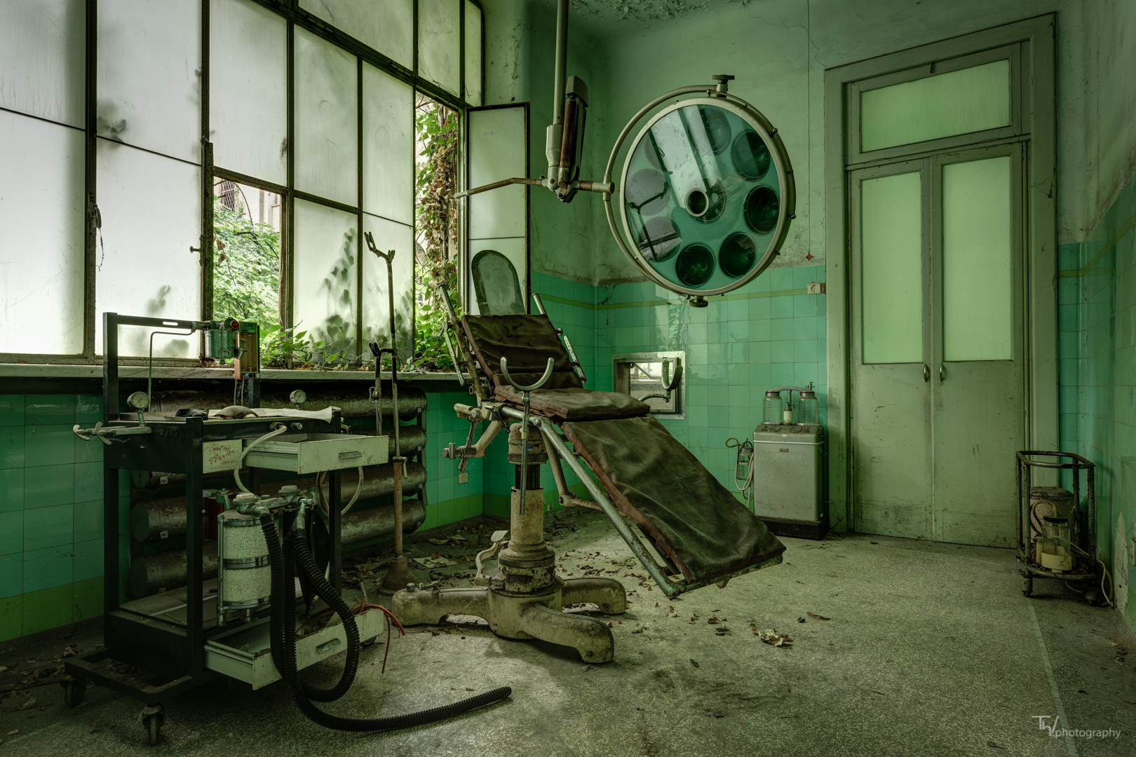 Haunting Photographs of Abandoned Asylums and Hospitals