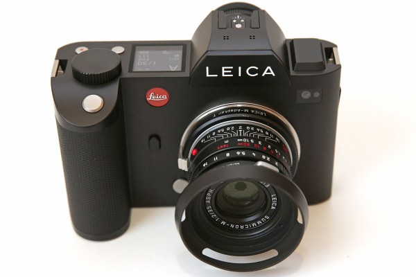Leica M-mount lenses can be used via the existing mount adapter