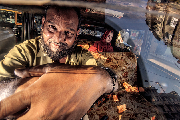 Street photography using flash: how Dougie Wallace photographs Indian taxis using flash