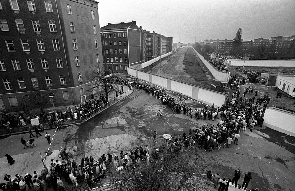 Berlin-Wall-opened-1989-Brian-Harris