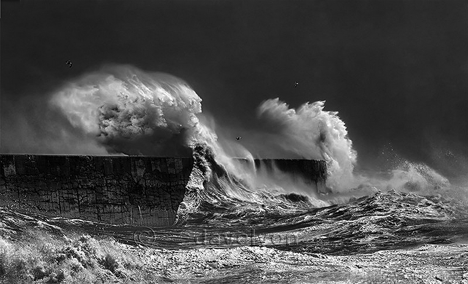Amateur photographer's image of stormy seas stars at Royal Academy of Arts