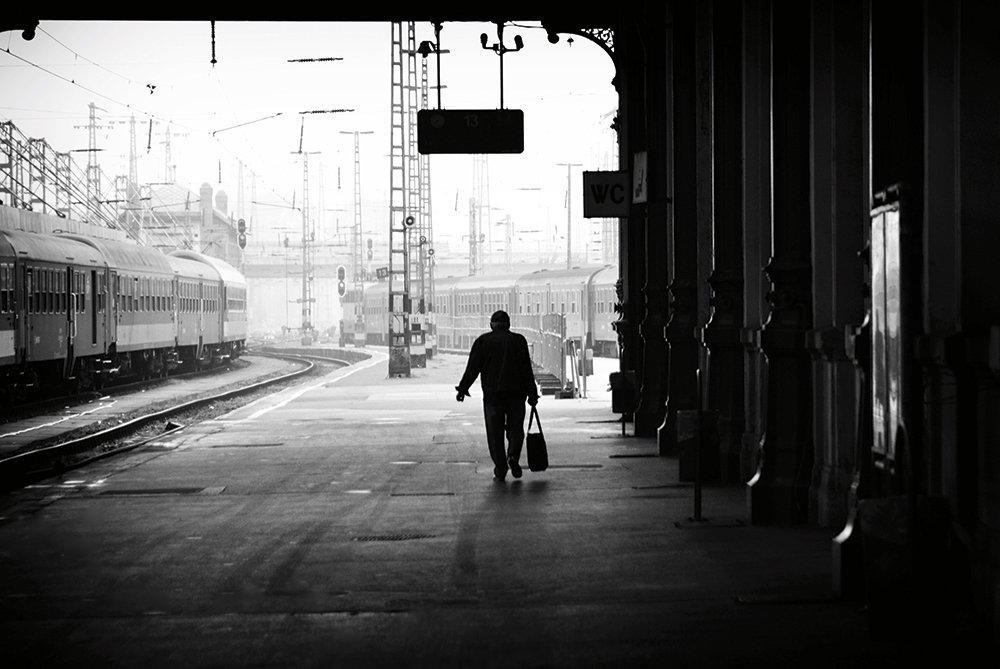 erwin vindl silhouettes train station