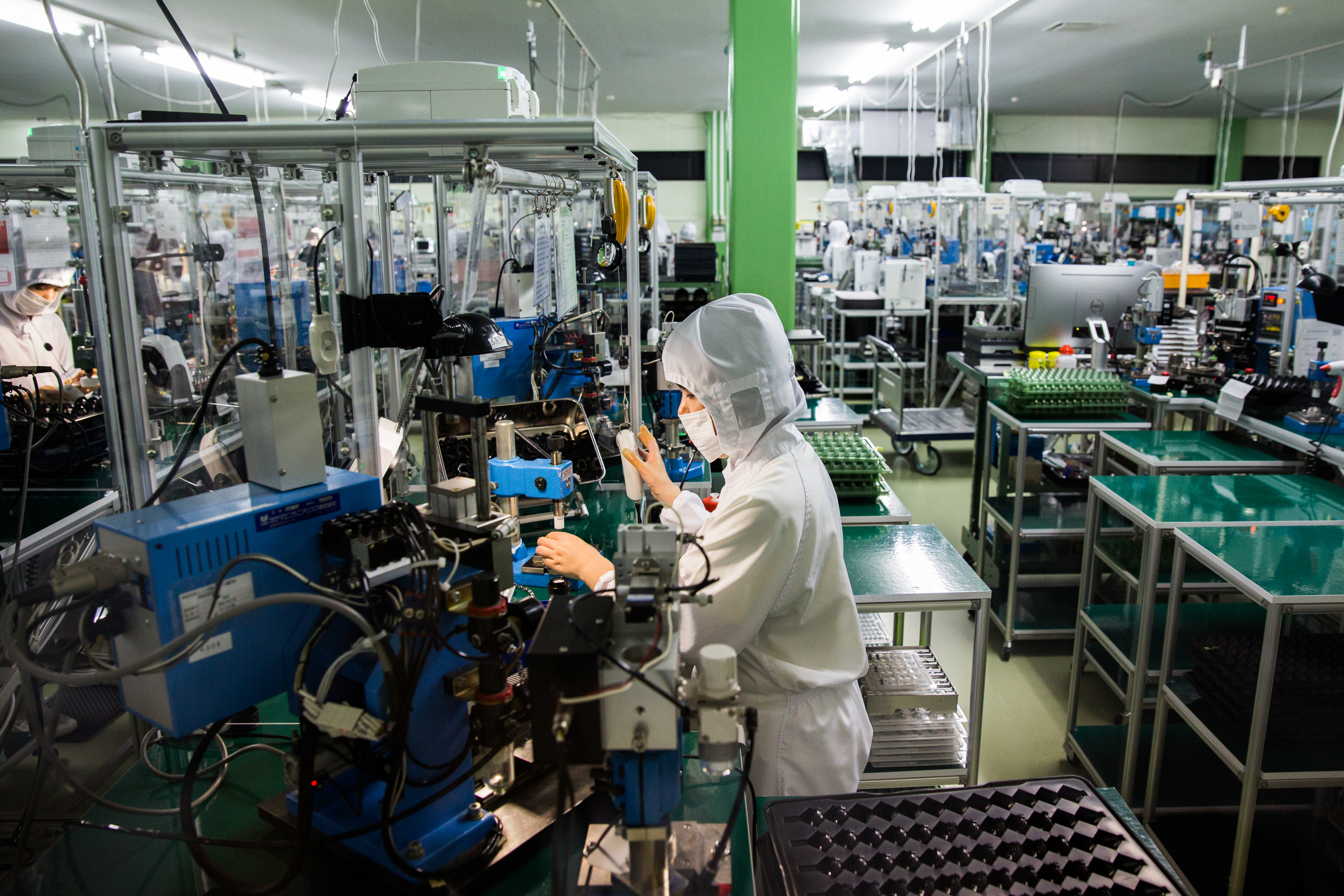 AP tours the Sigma lens factory with CEO in Japan