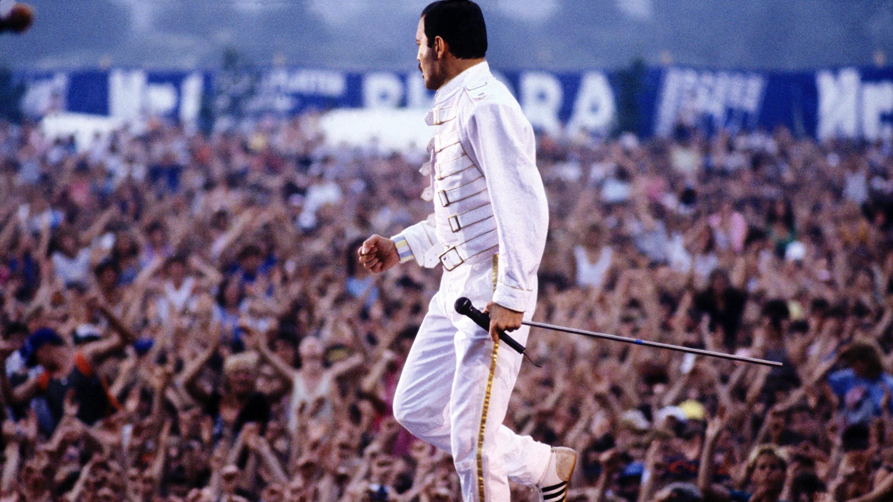 Previously unseen photos of Queen to tour the UK