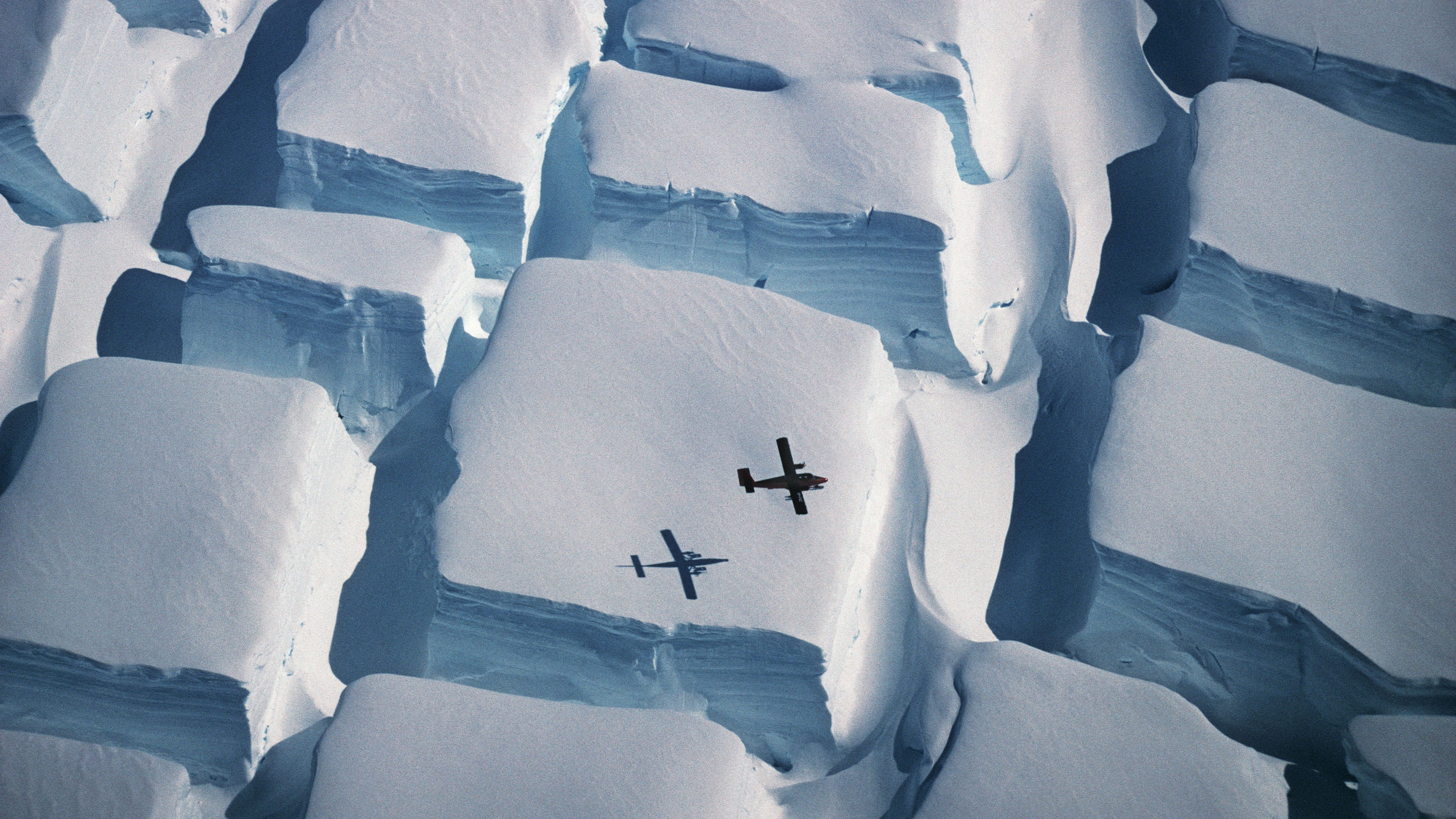 Photograph of sugar cube-shaped ice formations wins Royal Society Publishing prize