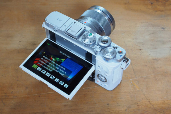 Olympus PEN E-P7 Tilting screen with advanced photo modes