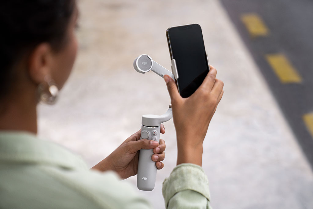 Attaching a smartphone to the gimbal